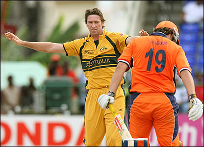 Glenn McGrath traps Daan van Bunge lbw for 33