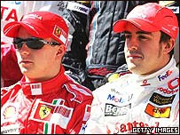 Kimi Raikkonen (izq.) y Fernando Alonso (der.)