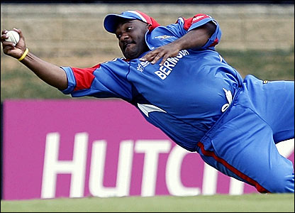 Bermuda's Dwayne Leverock takes a catch to remove India's Robin Uthappa
