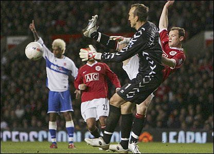 Wayne Rooney provides an early threat to Boro keeper Mark Schwarzer