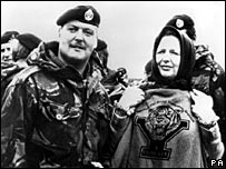 Margaret Thatcher (r) in the Falkland Islands in 1983