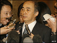 Japanese negotiator Kenichiro Sasae talks to reporters on 20 March 2007