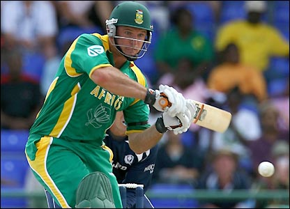 Graeme Smith records his 50 off just 36 balls