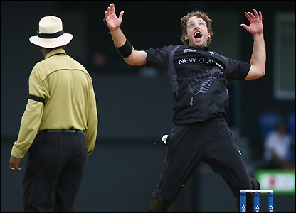 Daniel Vettori celebrates his dismissal of Ravi Shah