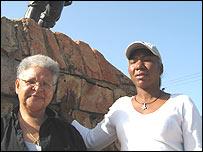 Profesora Fulvia Polanco, (izquierda), Reina �lvarez, Red Afrovenezolana