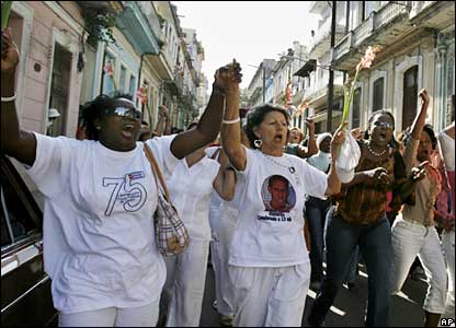 Cuban government supporters (R) chant pro-revolutionary slogans as a group of political prisoners' wives known as Ladies in White (L) march in Havana (photo released Wednesday)