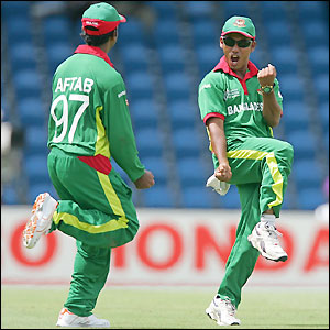 Aftab Ahmed and Mohammad Ashraful enjoy the first wicket