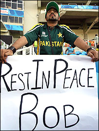 A Pakistan fan pays his own tribute to Woolmer