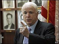 Senador John McCain en el museo Bah�a de los Cochinos en Miami