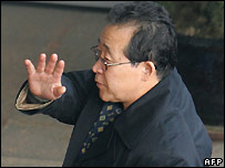 North Korean envoy Kim Kye-gwan waves to reporters as he arrives at Beijing airport on 22 March 2007