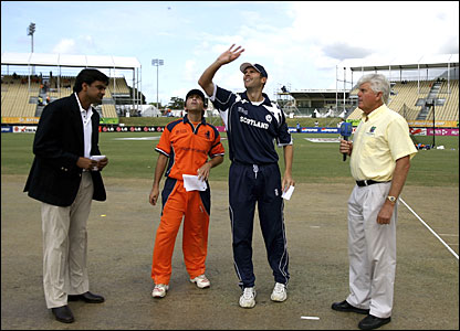 Scotland captain Craig Wright loses the toss