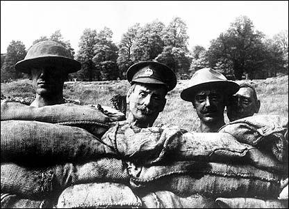 World war I British dummy heads (image: Imperial war Museum)