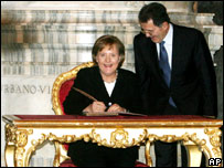 German Chancellor Angela Merkel (l) and Italian Prime Minister Romano Prodi (file image)