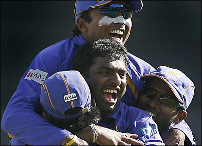 Sri Lanka celebrate the removal of Mahendra Dhoni