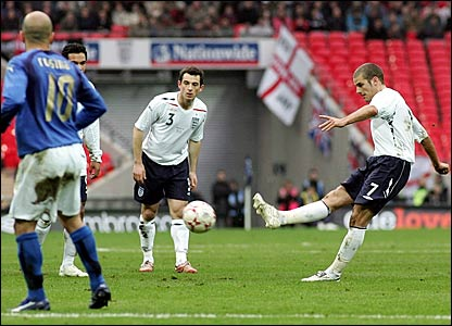 David Bentley (right) scores England's equaliser