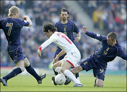 Kenny Miller and Gary Teale tackle Georgia's Levan Kobiashvili