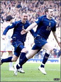 Beattie (right) celebrates his late winning goal at Hampden