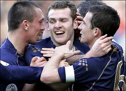Scotland celebrate Craig Beattie's goal