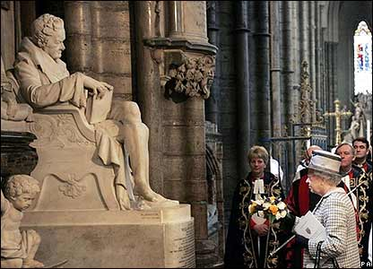 The Queen at Wilberforce's statue