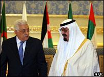 Saudi Arabia's King Abdullah (right) greets Palestinian President Mahmud Abbas on 27 March 2007