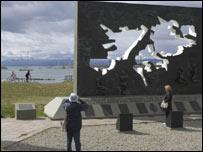 Monumento a las islas del Atlántico Sur en Tierra del Fuego, Argentina