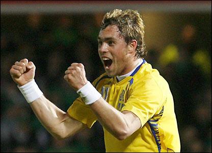 Johan Elmander celebrates