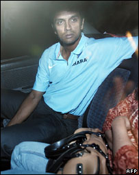 Rahul Dravid on his way home after arriving at Bangalore