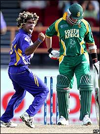 Malinga dismisses Jacques Kallis