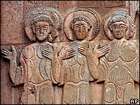 Relief carvings of biblical saints and scenes on Akdamar church