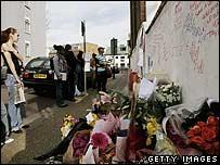 A wall of tributes to Kodjo Yenga