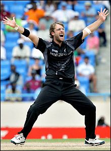Daniel Vettori finishes with 3-39