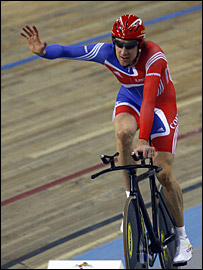 Bradley Wiggins salutes the crowd after winning gold