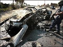 احدى السيارات التي انفجرت في بغداد الخميس