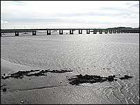 Tay Bridge (pic by Undiscovered Scotland)