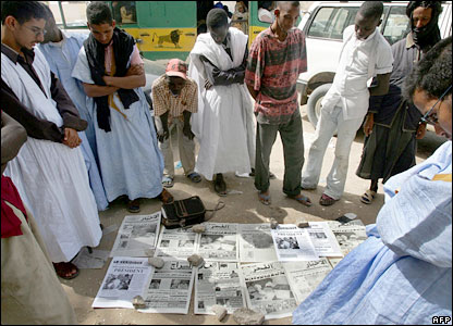 Mauritanians read newspaper headlines after the presidential run-off