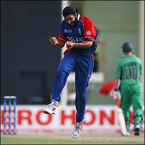 Panesar shows his joy at taking a wicket