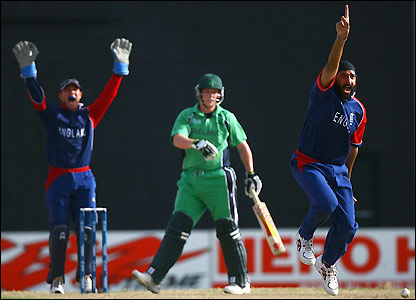 Panesar successfully appeals for his second wicket