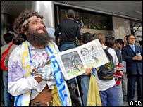 Maradona fan outside hospital