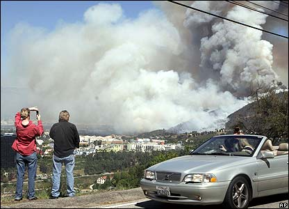 People watch the fire from Mulholland Drive