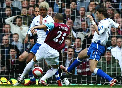 Bobby Zamora scores for West Ham