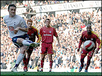 Robbie Keane scores from the spot to put Spurs 1-0 up in their win over Reading