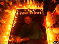 Palestinian journalists light candles for Alan Johnston