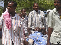 Somalis carry a wounded relative