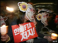 Koreans protest against the trade deal