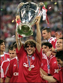 Owen Hargreaves lifts aloft the 2001 Champions League trophy after victory over Valencia