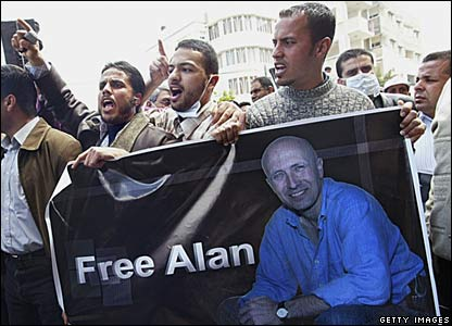 Palestinian journalists hold posters of missing BBC Gaza correspondent Alan Johnston in Gaza City