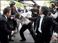 Protesting lawyers clash with supporters of President Musharraf