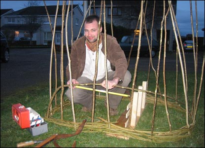 Building a coracle (Pic: Robin Brown)