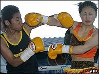 Thai prisoner boxer Samson Sor Siriporn (L) and Japanese boxer Miyano Ayaka