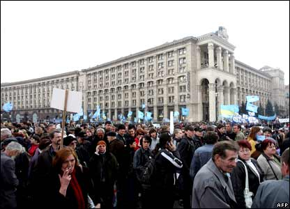 Supporters of the pro-Russian government protest on Independence Square in Kiev on 3 April 2007.